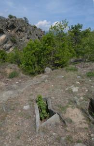 Fig. 05 - Una delle tombe a cista del sito neolitico-bronzo (?) di Vollein (Quart).