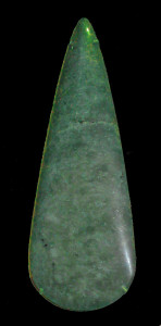 Fig. 07 - Ascia rituale in giadeite prodotta nelle Alpi Occidentali e rinvenuta in Gran Bretagna. British Museum, Londra.