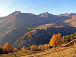 Fig. 13 - Veduta panoramica del Castelliere di Lignan (Nus) datato alla prima Età del Ferro.