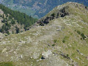 5. Una dorsale di difficile accesso ospita due villaggi contigui a quasi 2500 m.
