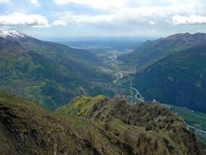 10. Dalla Croix Courma, panorama del Mont de Beuby e della grande valle verso lo sbocco in pianura.
