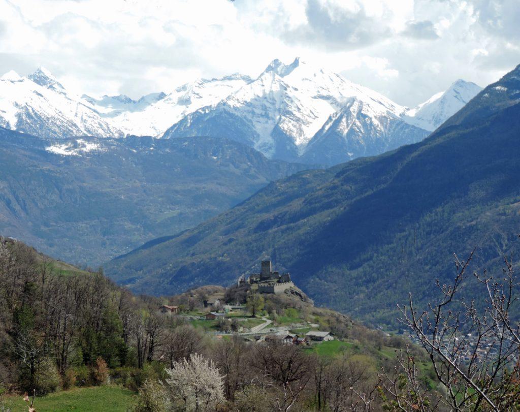 10. Nel contratto di distribuzione settimanale dell'acqua del canale, il castellano di Cly si riservò l'intera giornata di martedì.
