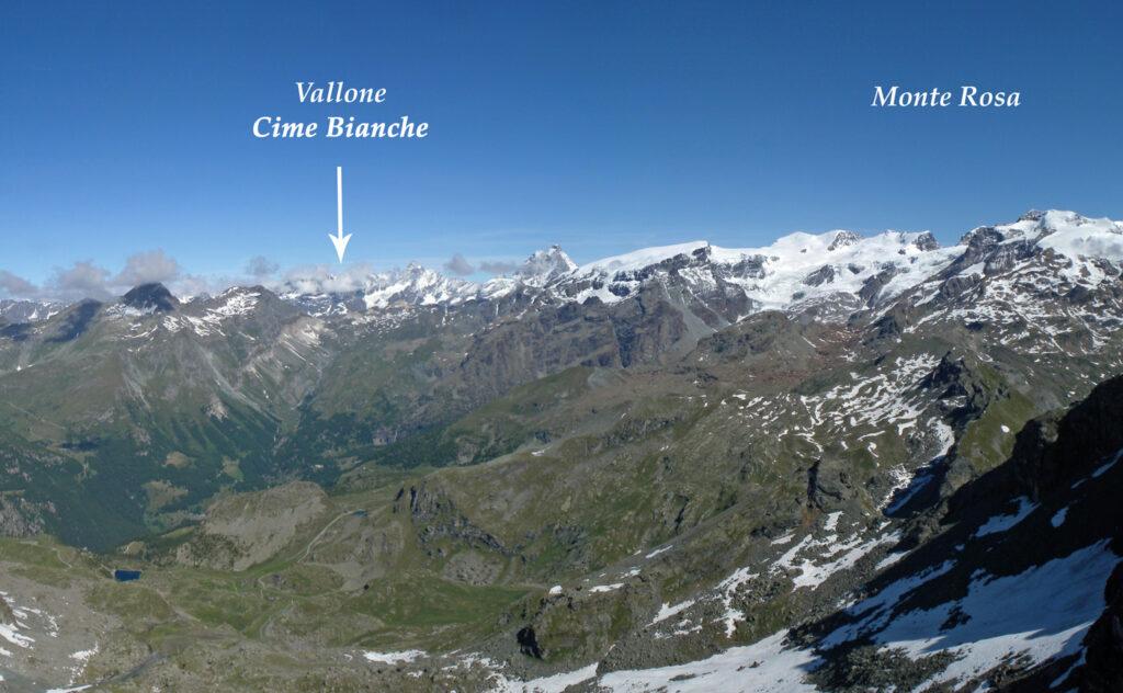 01. Il Vallone delle Cime Bianche visto dal Rothorn. Sono ben in evidenza i rapporti con il massiccio del Monte Rosa di cui il vallone drena in parte le acque glaciali.