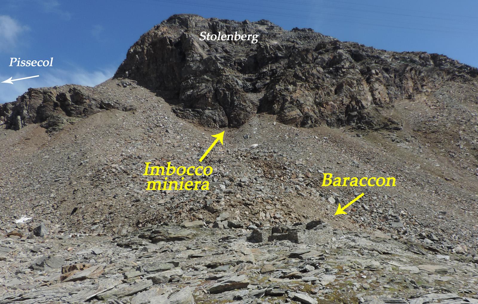 01. Una larga falda detritica di difficile percorribilità separa attualmente la miniera dalla zona di prima lavorazione del minerale al Baraccone.
