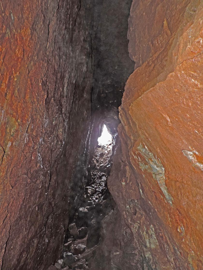 05. All'interno della galleria si possono attualmente percorrere una trentina di metri.