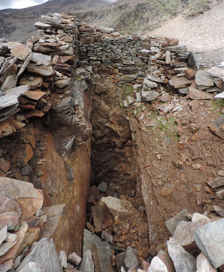 10. Il pozzo-trincea a cinquanta metri dal Baraccone; è indicato come miniera sulla carta regionale.