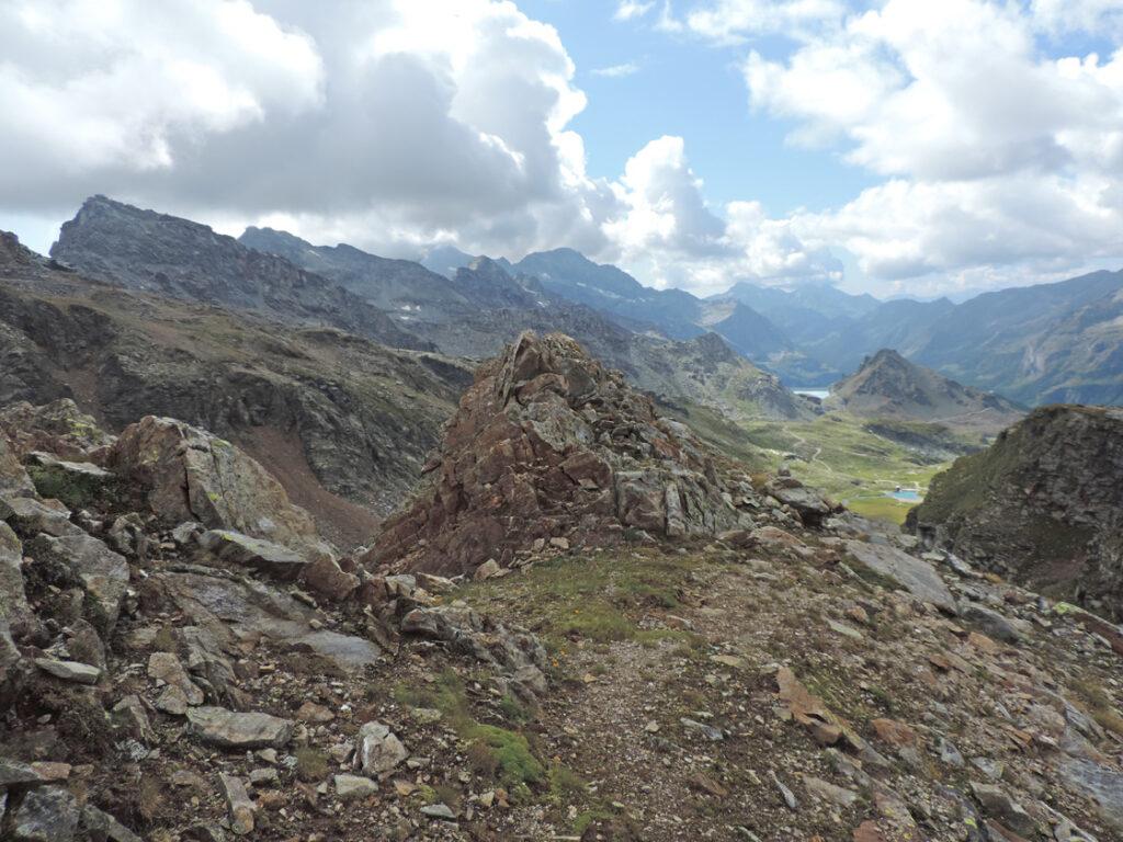 11. Un tratto della via mineraria di collegamento tra il Baraccone e l'Alpe Indren.