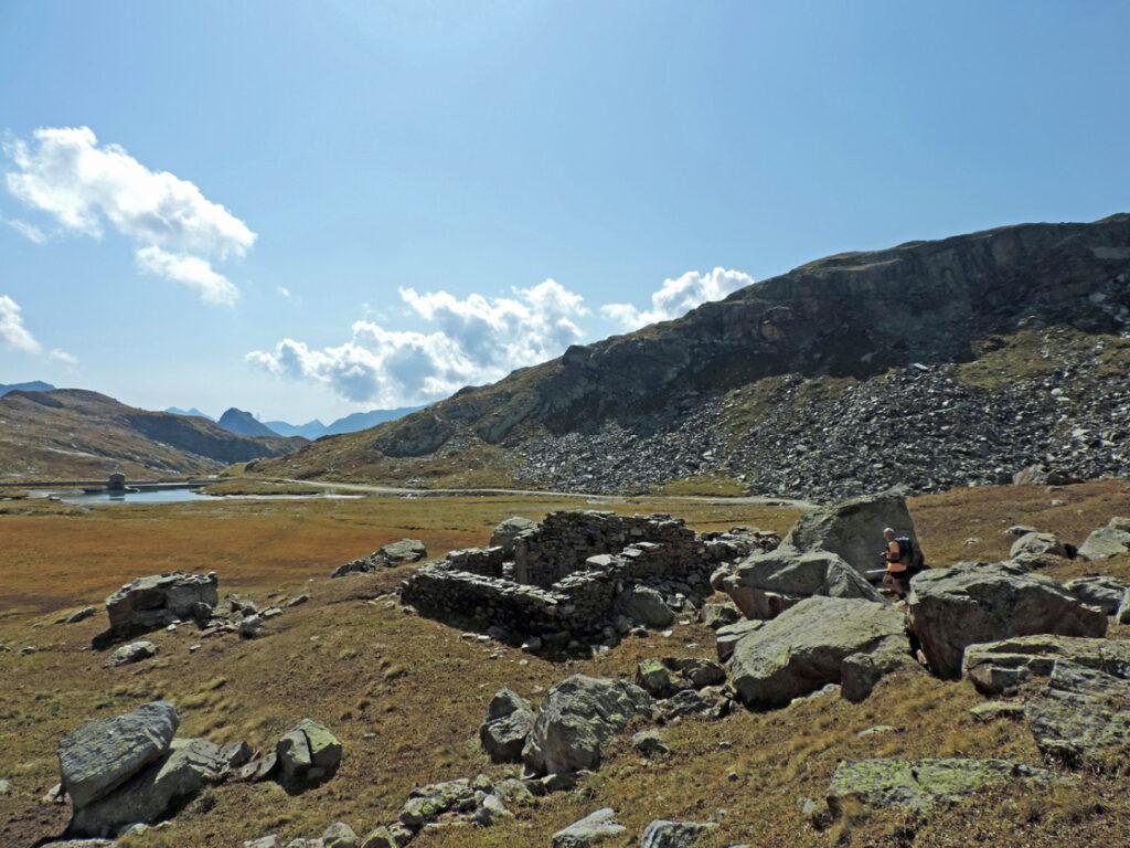 13. I ruderi del mulino principale all'Alpe Indren.