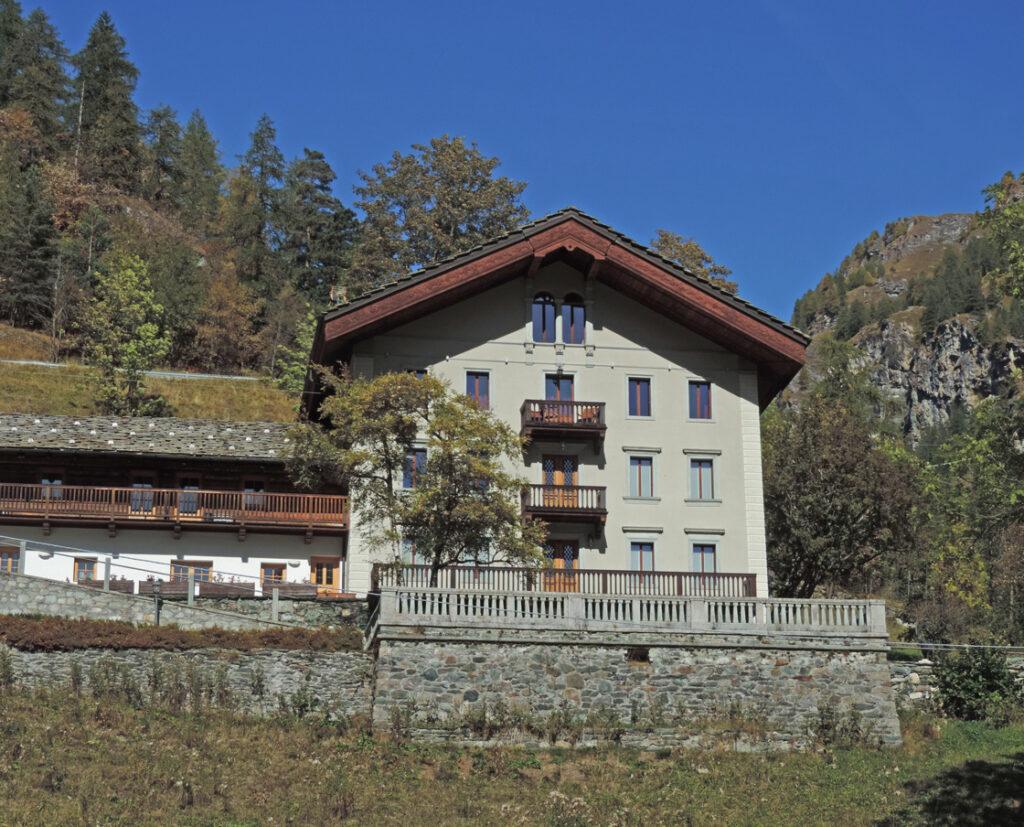 19. La casa-madre della famiglia Vincent a Ondre Chachtal di Gressoney-Saint-Jean.
