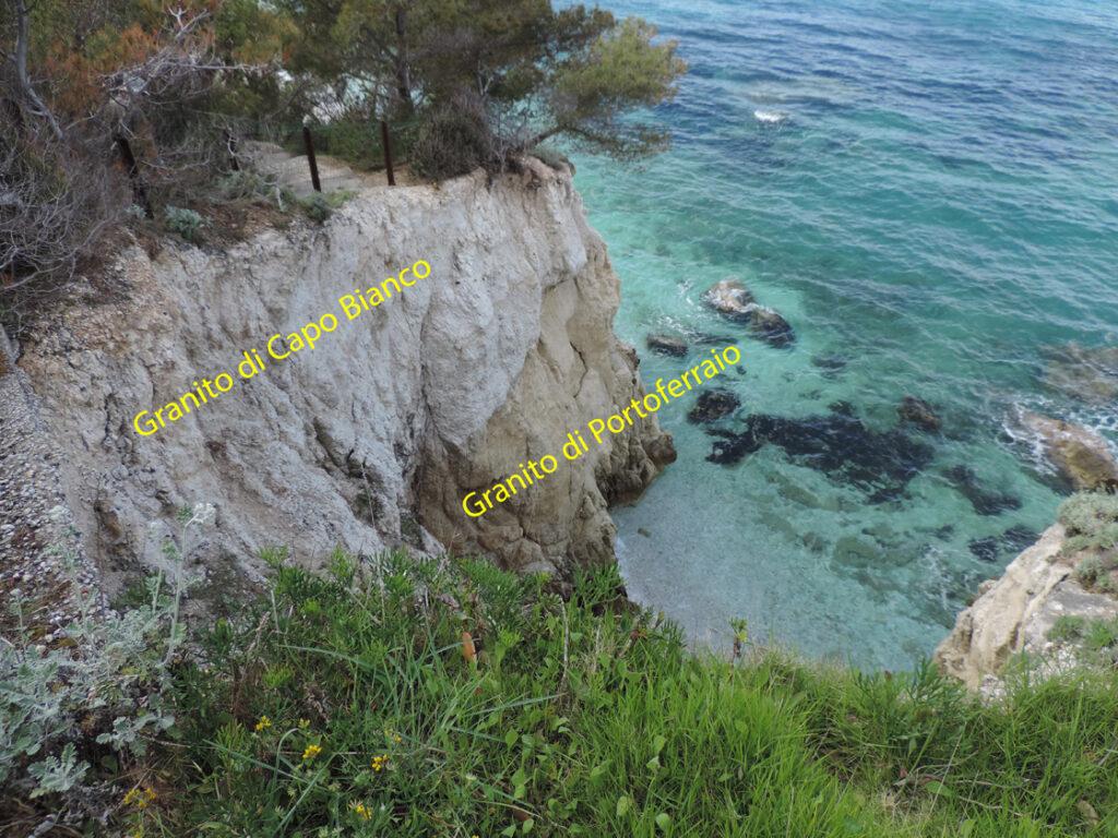 06c. Le intrusioni granitiche si sovrappongono per un tratto sulla costa nord dell'isola.