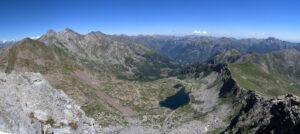 3. La testata del vallone dal Mont Crabun, con le tre Dame di Challant. In primo piano i Piccoli Laghi.
