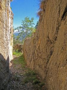 4.Maestosi resti di canalizzazioni romane in bassa Val di Cogne, il cui utilizzo agricolo non è affatto sicuro.