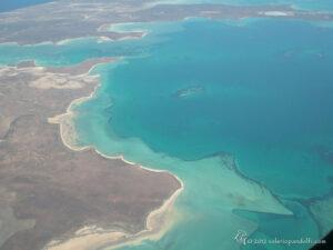 1-2. Coste basse, lagune e barriere coralline: un piccolo esempio attuale (Australia) delle immense lagune triassiche.