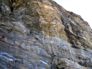 10 - Vue partielle de la série calcaréo-dolomitique de l'Unité lagunaire des Cime Bianche.