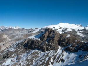 18 - La parte oceanica del Monte Rosa, dal Polluce al Breithorn al Colle del Teodulo. In primo piano ancora la Roisetta.