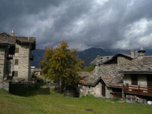 24 - Le village de Cheneil, riche d'histoire et cher aux alpinistes de toute l'Europe.
