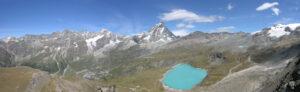 22. Panorama depuis l'extrémité nord du plateau sur la cuvette du Breuil et ses montagnes, du Mont Rose à droite aux Grandes Murailles à gauche en passant par le Cervin.