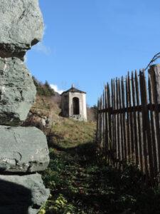 5-2. Il gran villaggio di Travod (Chatillon) ben esposto sul bordo ancora stabile del Grand Valey.