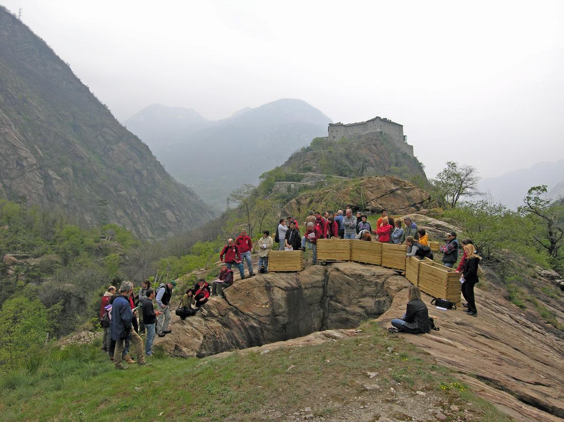 02. Le vere marmitte dei giganti sono cavità profonde a sezione cilindrica che si aprono su basamenti di roccia in posto.