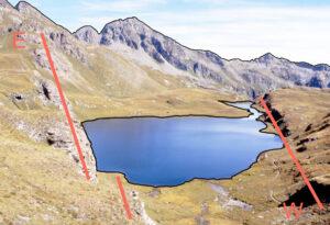 2. Esso si imposta su un accidente di direzione est-ovest parallelo alla grande faglia Aosta-Ranzola che controlla la media Valle d'Aosta.