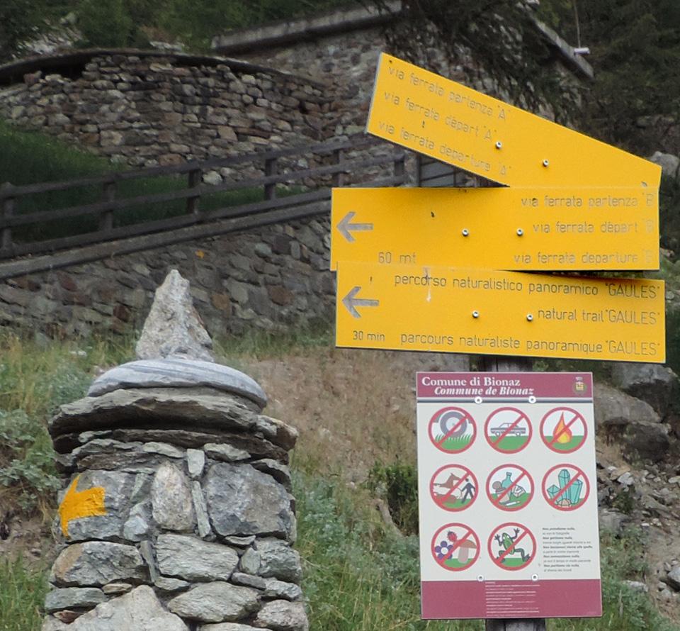 Segnavia n. 4 e sentiero-natura partono insieme dalle Cretes.