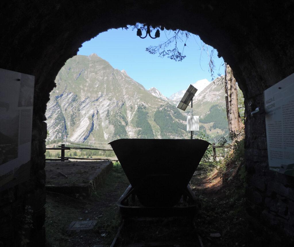 L'imbocco Granier che dà accesso alla stazione superiore del grande argano interno alla montagna.