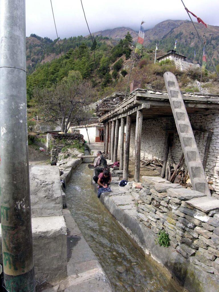 15. Vita di villaggio già un po' in stile tibetano.