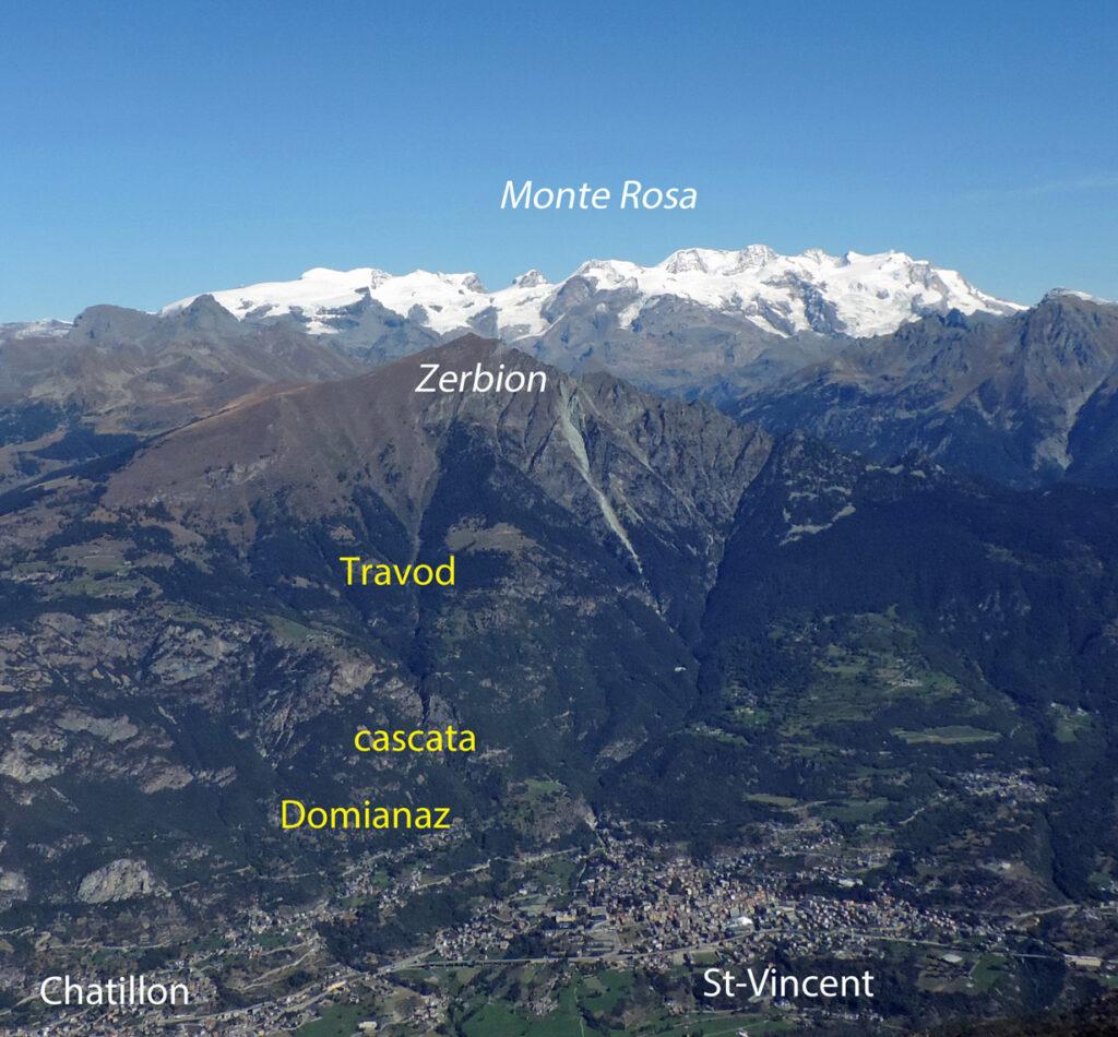 Dal Monte Barbeston, panorama del gran versante del Monte Zerbion su cui si svolge il percorso da Domianaz a Travod.